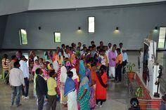 मंत्रालय भवन की भव्यता और व्यवस्था देखने सूरजपुर जिले के पंचायत प्रतिनिधि नया रायपुर पहुंचे. अनुसूचित जाति-जनजाति विकास विभाग में कामकाज करते अधिकारियों-कर्मियों को देखा. विभिन्न तलों का भ्रमण कर यहाँ की संरचना के बारे में जाना-समझा.
