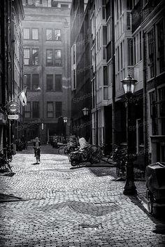 Zwart-Wit foto, Holland, Amsterdam, straatje, paardenstraat, Urbex, Kunstdruk, Nederland