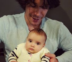 Bob Morley with a child is like Bellamy with a child CAN YOU IMAGEN