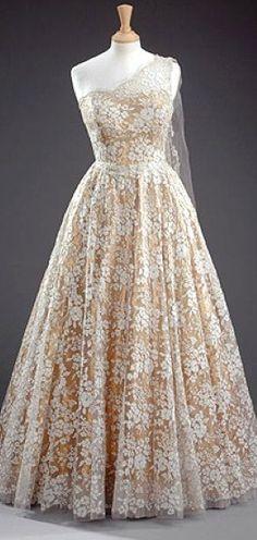 Dress Worn by Queen Elizabeth II, Norman Hartnell, 1953
