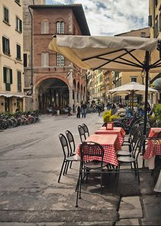 "An alfresco cafe, Pisa, Italy.  Pisa is a wonderful town for ""la bella passeggiata"" - a nice little stroll."
