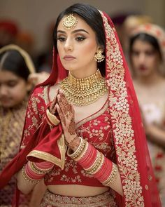 All Indian Bride used to very excited about there wedding shopping. When its come to Bridal lehenga bride used to visit the market, brand and online to Bridal Dupatta, Indian Bridal Lehenga, Red Lehenga, Pakistani Bridal, Indian Bridal Hairstyles, Indian Bridal Outfits, Indian Bridal Jewelry, Bridal Jewellery, Indian Bridal Wear