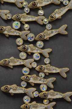 This is my most fav 'fishie' piece from the lovely Kinga. It has been accepted to be juried in the 2013 Bead Dream contest! Jewelry Art, Beaded Jewelry, Handmade Jewelry, Jewelry Design, Jewellery, Bead Embroidery Jewelry, Beaded Embroidery, Frog Design, Beaded Animals
