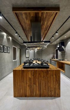 Brick Cladding, Showroom Interior Design, Glass Railing, Contemporary Style Homes, Exposed Brick, Metal Walls, Wood Furniture, Dining Area, Earthy
