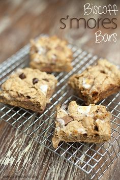 Biscoff S'mores Bars! Ooey gooey marshmallows, cookie spread, and chocolate!