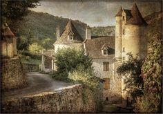 Autoire, l'un des plus beaux villages de France et son château de Limargue. Texture gracieuseté de Lenabem-Anna | Flickr - Photo Sharing!