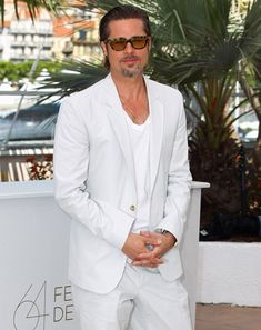 Brad Pitt in a White Suit - Best White Suits for Men via GQ Mens White Linen Suit, White Outfit For Men, White Suits For Men, All White Party, White Chic, Cotton Suit, Looks Style, Men's Style, Well Dressed Men