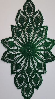 Ruffled Delight Centerpiece pattern by Rosina J Smith Christmas Crochet Patterns, Crochet Doily Patterns, Crochet Doilies, Crochet Flowers, Hand Crochet, Crochet Lace, Free Crochet, Crochet Placemats, Cross Stitch Embroidery