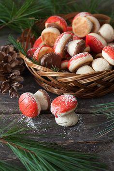 Christmas Cookies: Mushroom shaped Cookies - Russian desserts recipe: http://www.melangery.com/2013/12/christmas-cookies-1-russian-mushroom.html