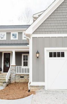 38 Ideas Farmhouse Exterior Paint Colors Projects For 2019 Exterior Siding Options, Exterior House Siding, Best Exterior Paint, Exterior Paint Colors For House, Paint Colors For Home, Exterior Design, Exterior Shutters, Paint Colours, Wall Exterior