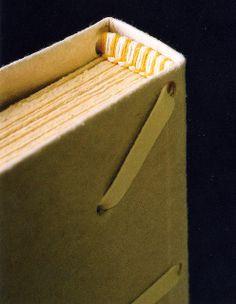 Cabeceado costurado à mão com linhas de linho coloridas #bookbinding