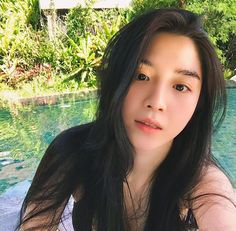 But she is more bright ✨ I think I'll be blind. Ulzzang Korean Girl, Cute Korean Girl, Filipina Girls, Girls With Black Hair, Skinny Love, Western Girl, Girl Couple, Uzzlang Girl, Cute Girl Pic