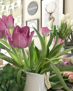 Spring is all about flowers, fresh & faux to create a garden look indoors via @thedesigntwins2
