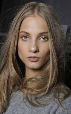 Dark ash blonde hair color for olive skin Blond Ash, Brown Eyes Blonde Hair, Natural Ash Blonde, Dark Blonde Hair Color, Brown Hair Shades, Light Brown Hair, Blonde Ombre, Brown Hair Colors, Cool Hair Color