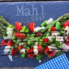 Lauwarmer Spargelsalat mit Erdbeeren | Gaumenpoesie