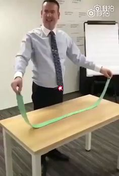 Tying a tie in 5 moves