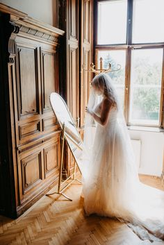 Location: Schloss Margarethen am Moos Fotograf: PhoTobi, Tobias Müller #photobisiert  Natürlich, ungezwungen, authentisch. Portrait, Jasmin, Tobias, Location, Super, Wedding Dresses, Perfect Hairstyle, Wedding Day, Newlyweds