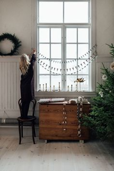 2 Beautiful Christmas Decorations You Can Make From Wallpaper! (my scandinavian home) - 2 Beautiful Christmas Decorations You Can Make From Wallpaper! (my scandinavian home) 2 Beautiful Christmas Decorations You Can Make From Wallpaper! Winter Christmas, Christmas Time, Christmas Crafts, Xmas, Simple Christmas, Beautiful Christmas Decorations, Holiday Decor, Kitchen Decorating, Diy Crafts To Do