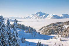 Mettez les plus hauts sommets à vos pieds et découvrez des panoramas exceptionnels. Villages nichés à flanc de montagne, crêtes enneigées, sommets émergeant des nuages... Quels spectacles nous réservent les plus hautes cimes ?