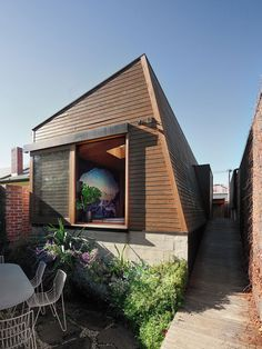 North Fitzroy Cave is an artistic, flexible use studio space addition, designed by architect Imogen Pullar. Prefab Homes, Modular Homes, Australian Interior Design, Edwardian House, Cottage Renovation, Indoor Outdoor Living, Maine House, Residential Architecture, Beautiful Homes