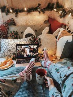 Christmas Feeling, Christmas Room, Merry Little Christmas, Cozy Christmas, Christmas Photos, All Things Christmas, Xmas, Christmas Movies, Christmas Tumblr