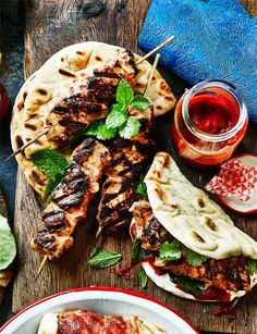 Moroccan chicken flatbreads - Delicious marinated chicken spiked with ras el hanout Dinner recipes Food deserts Delicious Yummy Moroccan Chicken, Cooking Recipes, Healthy Recipes, Easy Recipes, Cooking Ham, Cooking Ribs, Uk Recipes, Vegetarian Recipes, Middle Eastern Recipes