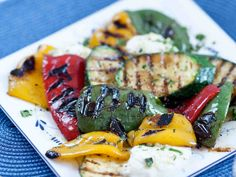 Grillatut kasvikset ja mozzarellaa Vegetarian Recipes, Snack Recipes, Food Goals, Tapas, Zucchini, Sushi, Good Food, Pork, Food And Drink