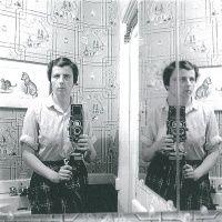 Self portraits - 今後の展覧会 | AKIO NAGASAWA Minimalist Photography, Contemporary Photography, Urban Photography, Color Photography, Self Portrait Photography, History Of Photography, People Photography, Garry Winogrand, Lee Friedlander