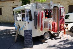 pop up retail shop in vintage camper - Tarn, France Mobile Boutique, Mobile Shop, Vintage Caravans, Vintage Travel Trailers, Caravan Shop, Mobile Fashion Truck, Pop Up Tent Trailer, Mobile Business, Camper Life