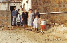 Familia posando. Cedida por Ezaro.com