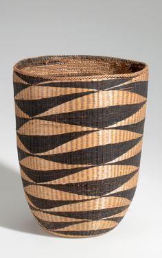 Africa | Basket from the Watusi people of Nyanza, Rwanda | Plant fiber and dye | ca. 1937.