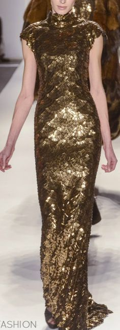 Venexiana. Long Dress Design, Golden Dress, Evening Dresses, Formal Dresses, Formal Wear, Cool Outfits, Fashion Outfits, Old Hollywood Glamour, Red Carpet Dresses