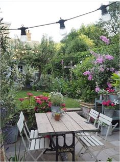 Beautiful backyard situation! Pinned by @apothecaryteaandgallery  #springtime #garden #backyard
