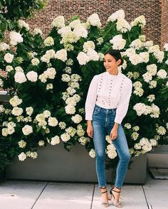 A prime example of a spring look that can easily be done in colder weather. Just add a coat. #refinery29 http://www.refinery29.com/2016/10/124898/new-outfit-ideas-october-2016#slide-15