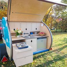 This tiny teardrop camper is a Scandi style lover's dream - - Teardrop trailers are already well known for their ability to be a lightweight, compact choice for travel trailers. Lithuanian company Tiny Camper explores how. Teardrop Trailer Interior, Teardrop Camper Plans, Teardrop Caravan, Airstream Interior, Vintage Airstream, Vintage Campers, Gypsy Caravan, General Motors, Land Rover Defender