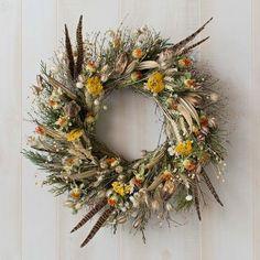 Simple and Elegant Fall Wreath Ideas DIY Fall Wreaths Elegant Fall Wreaths, Autumn Wreaths, Holiday Wreaths, Spring Wreaths, Silver Christmas Decorations, Blue Christmas, Dried Flower Wreaths, Dried Flowers, Floral Wreaths