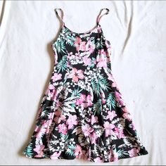 SALE  Tropical Skater Dress Worn but in great condition. Super cute dress, perfect for summer. Could be easily dressed up or even worn to the beach as a cover-up; works great for both. Make an offer! All prices are negotiable.  Forever 21 Dresses