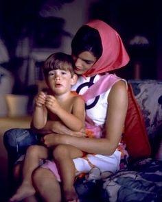 ジョン・F・ケネディの元妻ジャッキーのファッションセンスが海外セレブにも人気♥ | by.S