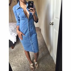 Denim dress Quarter sleeve light denim dress buttons down the front with two pockets✨ condition: great ✨ size: 6 ✨ material: 99% cotton 1% spandex  Machine wash cold no trades no holds no PayPals New York & Company Dresses Midi