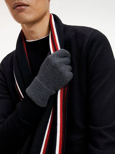 The best winter gloves for men including the best brands, the best styles and the best styling tips. This is how to stay warm and stylish this season. Best Winter Gloves, Black Leather Gloves, Driving Gloves, Mens Gloves, Knitted Gloves, Outdoor Outfit, Streetwear Brands, Best Brand, Style Icons