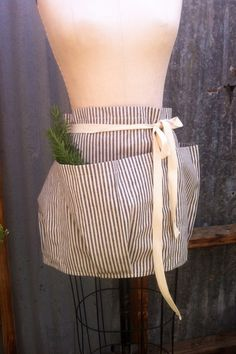 Forager Apron. Nice idea for the kids teachers so the have pockets for their classroom essentials.