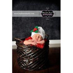 Un bonito gorrito para Navidad, con detalle de muérdago. Para estar siempre dando besos a tu bebé!!