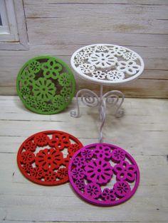 Miniatures. Pequeñeces making a faux cast iron side table