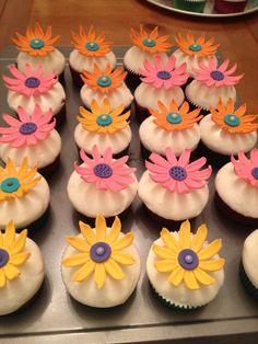 Hermosos Cupcakes para festejar el día de las madres. Creación de Silvia's Cake