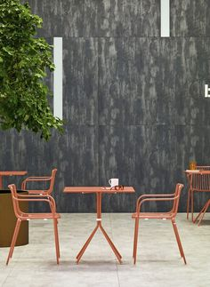 Pedrali is fully embracing Pantone's selected colour of the year – Living Coral – and bringing this into their latest collections. Balcony Table And Chairs, Outdoor Chairs, Outdoor Furniture, Outdoor Decor, High Chairs, Dining Chairs, Italy Table, Cafe Design, Interior Design