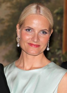 Crown Princess Mette-Marit attends an official dinner at the Norwegian Royal Palace on March 2012 in Oslo, Norway. Prince Charles, Prince of Wales and Camilla, Duchess of Cornwall are on a. Ice Princess, Prince And Princess, Duchess Of Cornwall, Duchess Of Cambridge, Camilla, Norwegian People, Norwegian Royalty, Visit Norway, Royal Jewelry