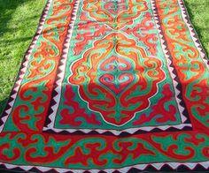 Felt rug, red-green-white, size: 3m x 1.6m http://www.shyrdak-felt-rugs.com/