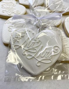 Amaretti pistachio and fennel seeds - HQ Recipes Wedding Cake Cookies, Cookie Wedding Favors, Birthday Cookies, Bridal Shower Favors, Valentine Cookies, Easter Cookies, Wedding Cupcakes, Christmas Cookies, Summer Cookies