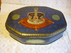 Coronation 1953 Royal Commemorative Tin Enamel Ware, Metal Containers, Candy Boxes, Vintage Tins, Tin Toys, Chocolate Box, Toffee, Queen Elizabeth, Crowns