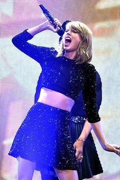 Taylor Swift just made one of her backup singers cry tears of so much joy.